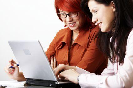 2 women at laptop